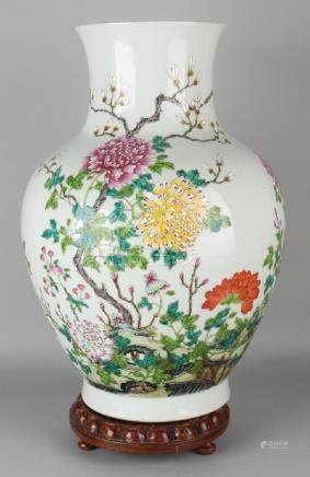 Very large Chinese porcelain Family Rose vase with all