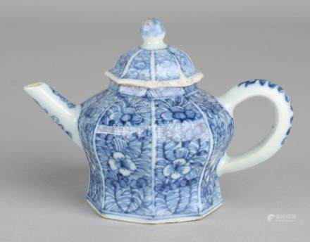 18th Century Chinese porcelain octagonal draw pot.