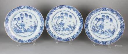 Three large 18th century Chinese porcelain Queng Lung