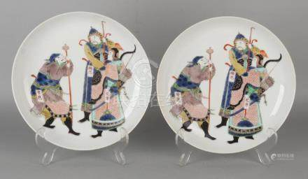 Two old Chinese porcelain plates with warriors and gold