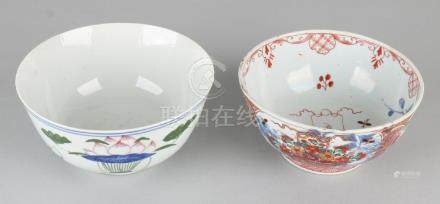 Two antique Chinese porcelain bowls. Consisting of: