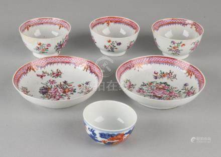 Six times old Chinese porcelain. Consisting of: Four