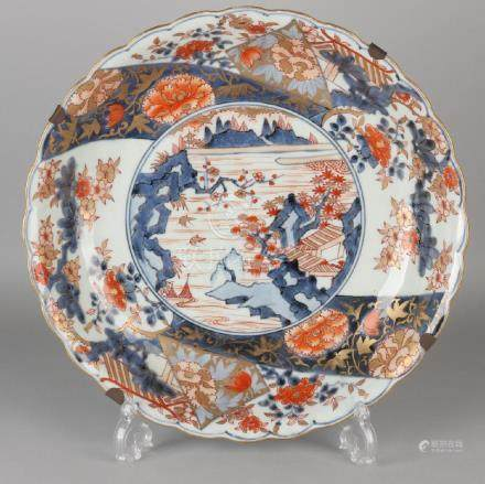 Large 18th century Chinese Imari porcelain dish with
