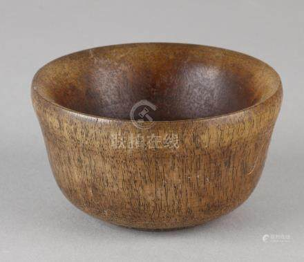 Old Chinese cup made of horn. Size: 5 x 8,8 cm ø. In