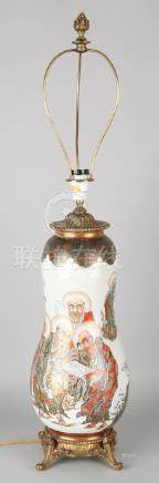 Beautiful Japanese or Chinese porcelain table lamp with