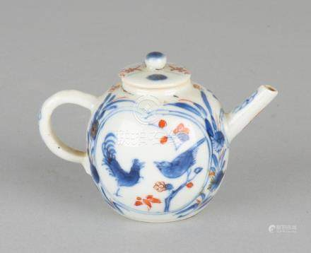 Small 18th century Chinese Imari porcelain stock pot