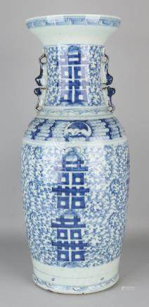 Large antique Chinese porcelain ornamental vase with