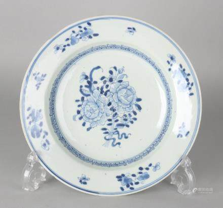 18th Century Chinese porcelain Queng Lung plate with