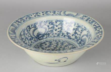 Large antique Chinese porcelain 18th century bowl with