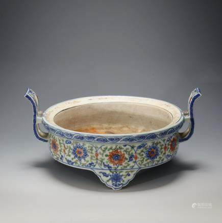 CHINESE DOUCAI PORCELAIN CENSER