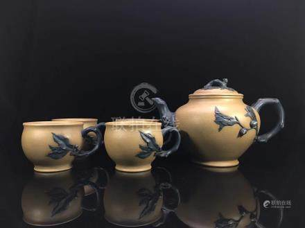 A SET OF TEAPOT AND CUPS