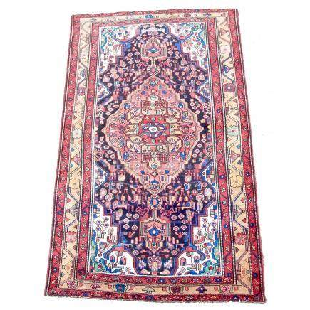 A handmade tribal Hamadan carpet. 215 cm x 131 cm.