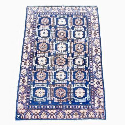 A handmade Mahal rug. 183 cm x 122 cm.