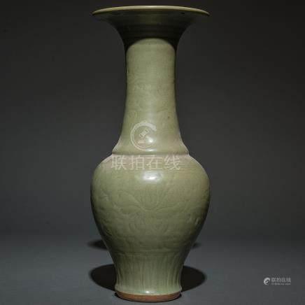 Jarrón en porcelana china de celadón Longquan. Trabajo Chino, Siglo XIX.