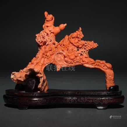 """""""Dioses de la Antigüedad"""" Importante grupo escultórico en rojo tallado. Trabajo Chino, Primera tercio del siglo XX."""