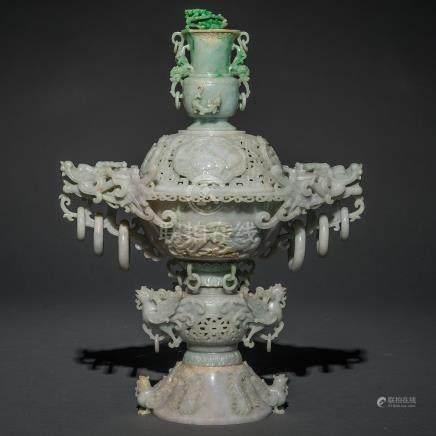 Importante pebetero Chino realizado en jade verde. Trabajo Chino, Siglo XX.