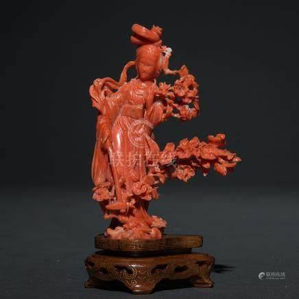"""""""Dama con Flores"""" Figura escultórica realizada en coral rojo. Trabajo Chino, Primer tercio del siglo XX."""