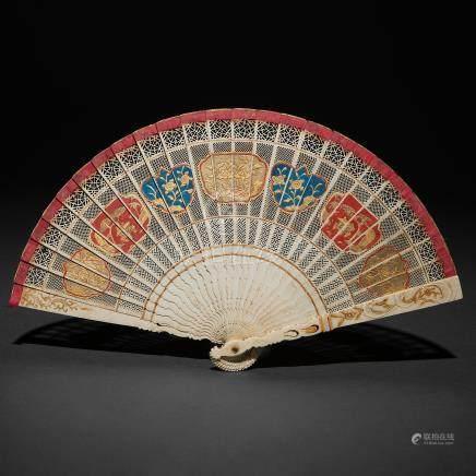 Abanico Chino realizado en marfil tallado. Trabajo Chino, Siglo XVIII