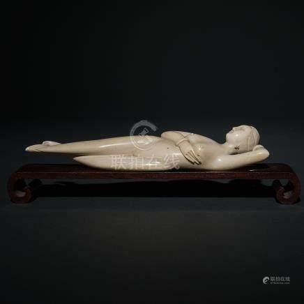 """Doctor Lady"" Figura escultórica realizada en marfil tallado. Trabajo Chino, Siglo XIX-XX."