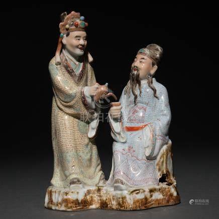 """Pareja de ancianos tomando el té"" Grupo escultórico en porcelana china. Trabajo Chino, Siglo XX."