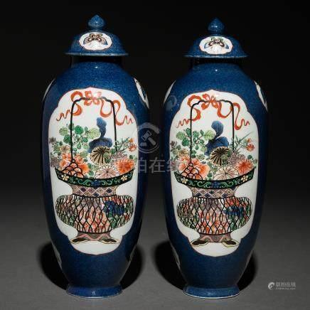 Pareja de jarrones en porcelana china color azul. Trabajo Chino, Siglo XIX-XX.