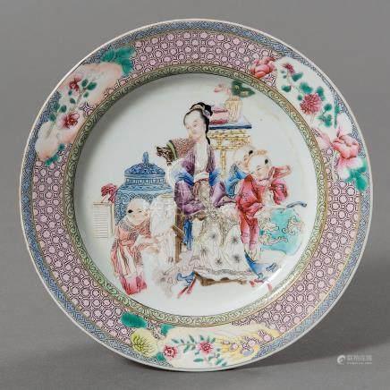 Plato en porcelana china familia rosa. Trabajo Chino, Siglo XIX
