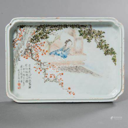 Bandeja en porcelana china. Trabajo Chino, Siglo XIX