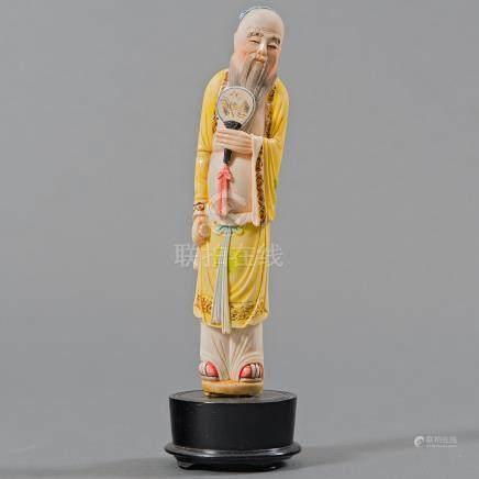 """Anciano con Pay-Pay"" Figura realizada en marfil tallado. Trabajo Chino, Siglo XIX-XX"