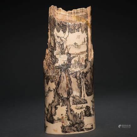 """""""Escenas de la Vida cotidiana"""" Fragmento de marfil decorado con escenas grabadas y coloreadas. Trabajo Chino, Siglo XIX-XX"""