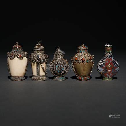 Conjunto de cinco Snuff-bottles Chino Tibetanos del siglo XX.
