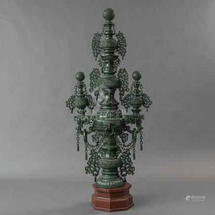 Excepcional Incensario realizado en jade verde. Trabajo Chino, Siglo XX.