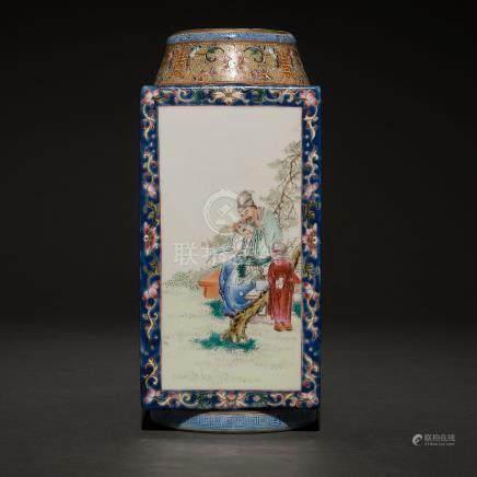 Jarrón poligonal en porcelana china. Trabajo Chino, Siglo XX