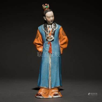 """Alto Dignatario"" Figura escultórica en porcelana china. Trabajo Chino, Siglo XX"