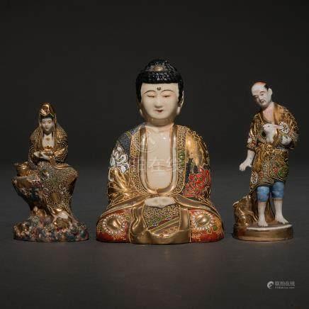 Conjunto de tres figuras japonesas en porcelana vidriada. Trabajo Japonés, Siglo XIX-XX