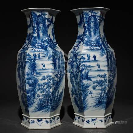 Pareja de jarrones poligonales en porcelana china azul y blanca. Trabajo Chino, Siglo XIX-XX