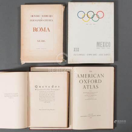 Conjunto de cuatro libros del siglo XX.