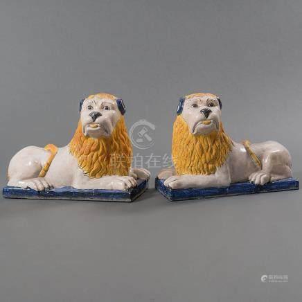 Pareja de leones en cerámica vidriada del siglo XIX