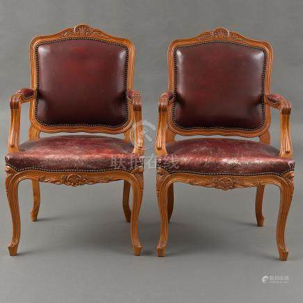 Pareja de butacas estilo Luís XV en madera de cerezo. Siglo XX