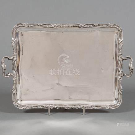 Bandeja en plata española punzonada. Siglo XX