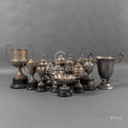 Conjunto de trece trofeos en plata española punzonada. Siglo XX. Ley, 925.