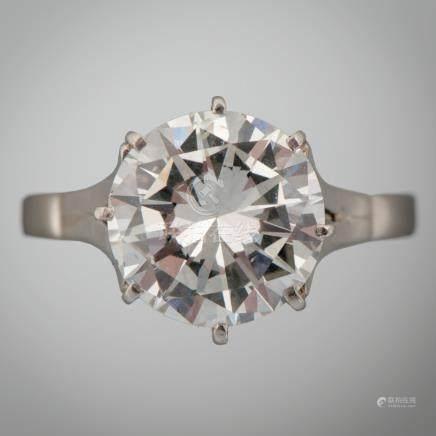 Sortija solitario en oro blanco de 18 Kt. con diamante central de 4,22ct.