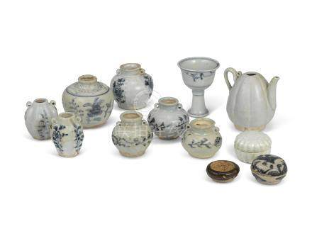 A GROUP OF TWELVE SMALL PORCELAIN VESSELS AND BOXES