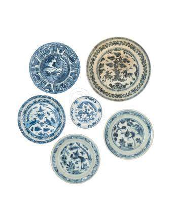 A GROUP OF SIX SMALL BLUE AND WHITE DISHES