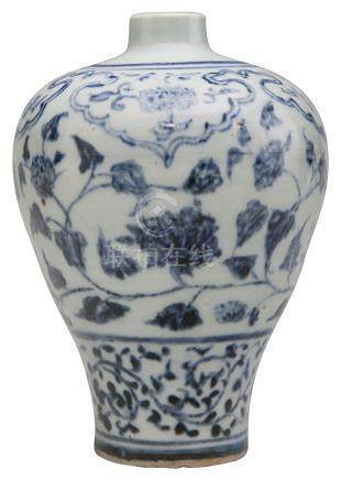 A SMALL BLUE AND WHITE VASE, MEIPING