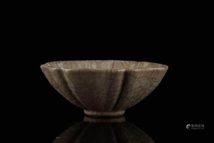 CHINESE CRACKLE GLAZED PORCELAIN BOWL