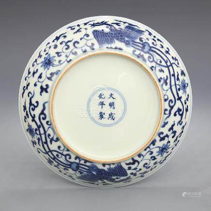 Ming Chenghuan year blue and white Shuangfeng wear