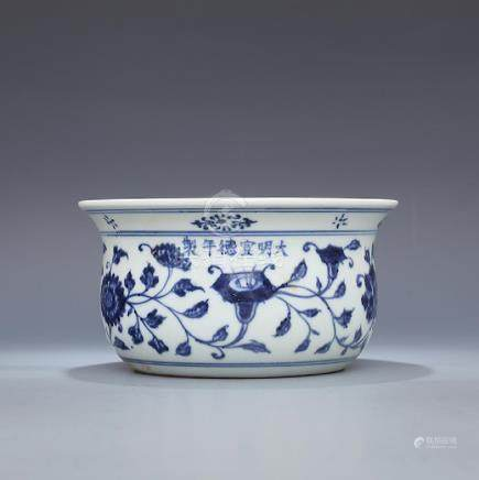 Ming Xuande Hand painted blue and white flowers wrapped