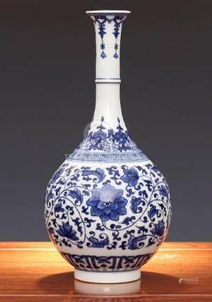 Qing Kangxi wrapped in a pattern, jade pot spring