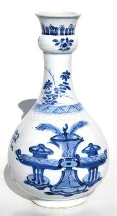 A Chinese blue & white vase decorated with vases and flowers, 18cms (7.1ins) high. Condition