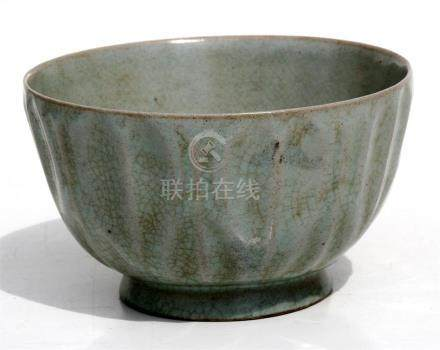 A Chinese crackle glaze footed bowl, 14cms (5.5ins) diameter.